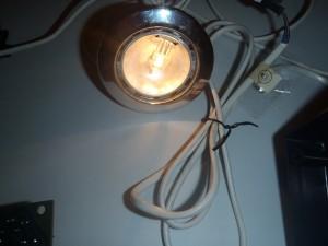 В итоге лампочка загорается